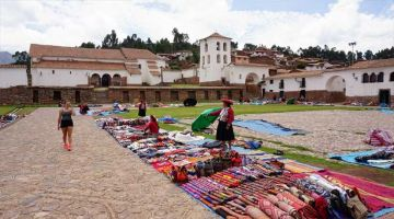 fantastic local market in the sacred valley (visit chinchero)